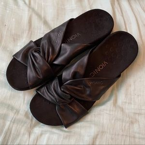 Vionic black sandals size 9